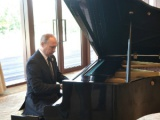 Пианист Мацуев увидел прогресс в игре Путина на фортепиано